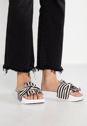 Mules - bianco/nero