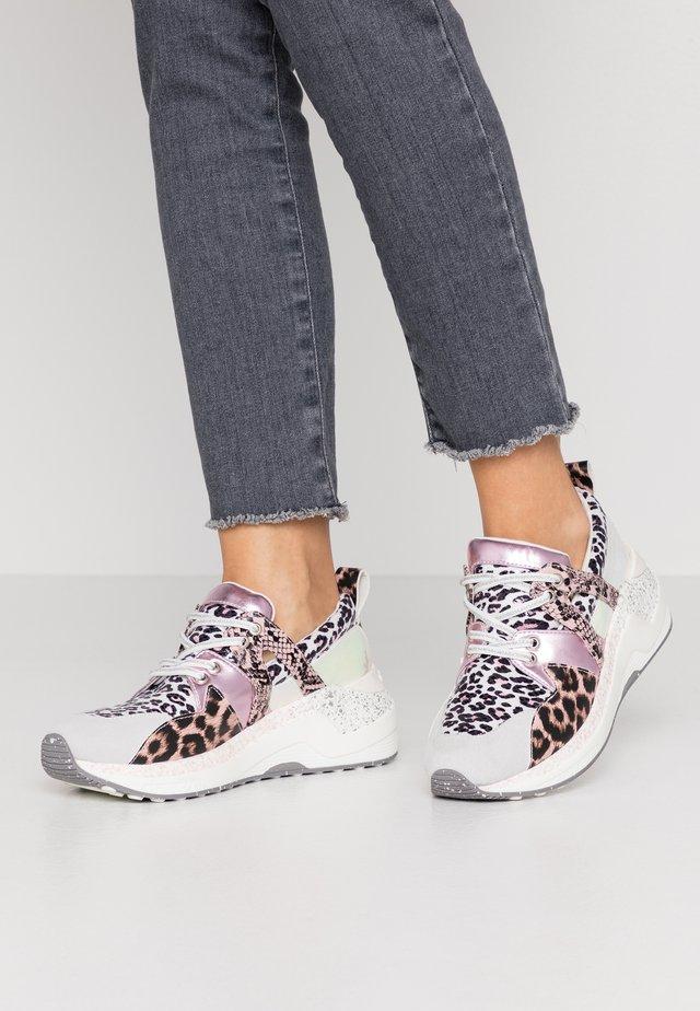 Sneakersy niskie - multicolor/cipria