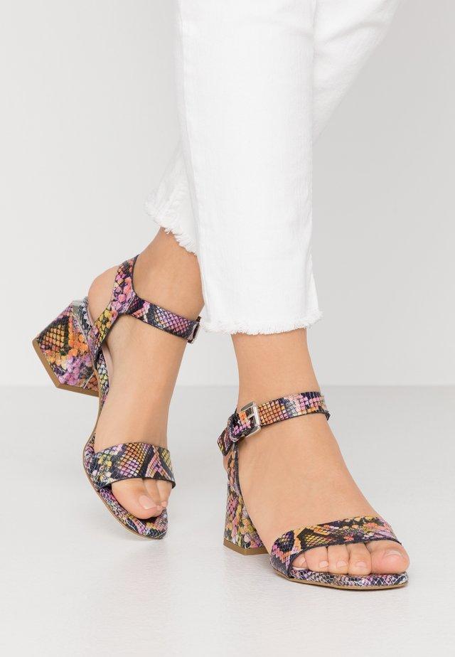 Sandały - multicolor/rosa
