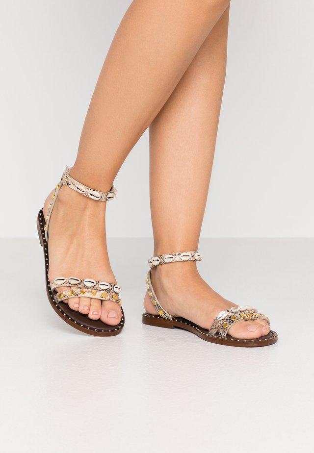 Sandali - roccia