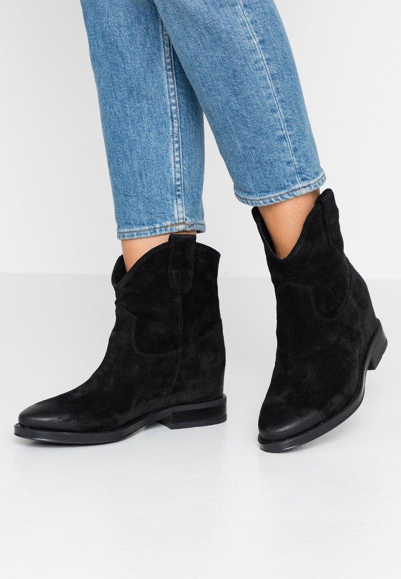 CAFèNOIR - Kotníkové boty na klínu - nero