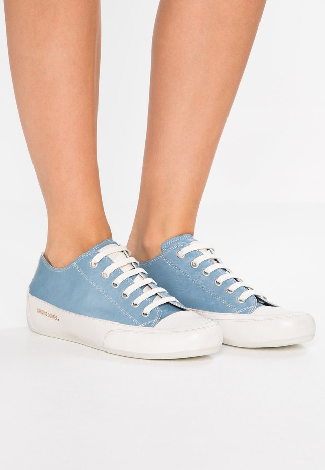 ROCK  - Sneaker low - aqua/panna