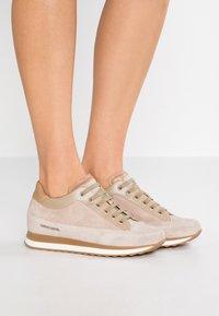 Candice Cooper - ROCK SPORT - Sneakers - sabbia/pioppino - 0