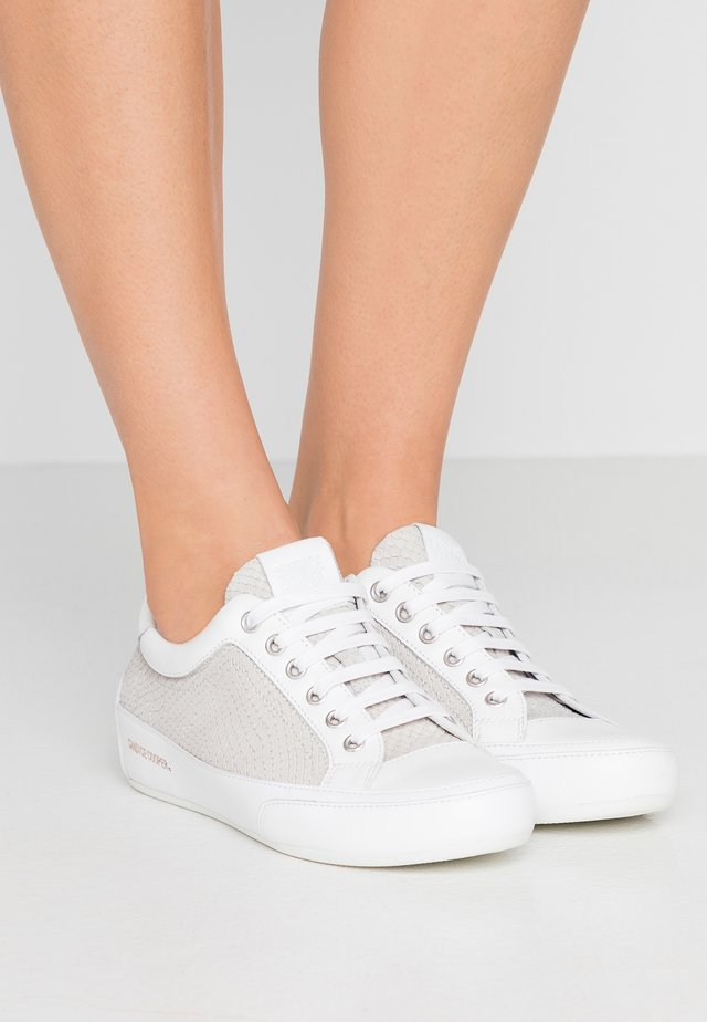 ROCK DELUXE - Sneaker low - foschia/glossy bianco