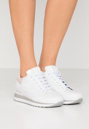 HOUSTON - Sneakers - bianco/peonia