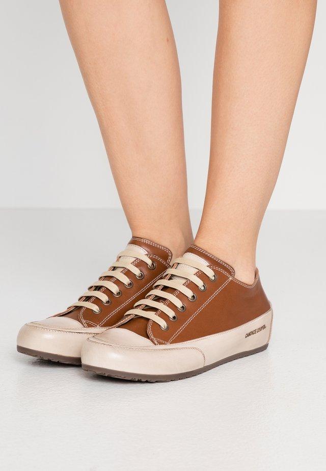 ROCK - Sneakers laag - sagar/ tamponato sabbia