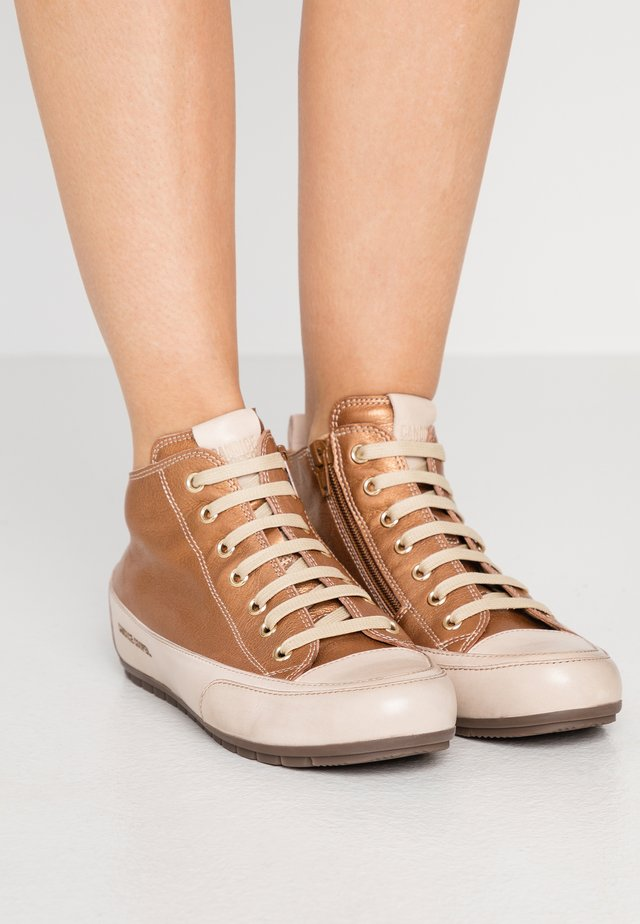 MID - High-top trainers - brunette/sabbia
