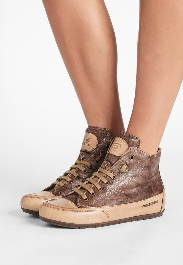 PLUS 04 - High-top trainers - cardiff legno/base tamp tortora