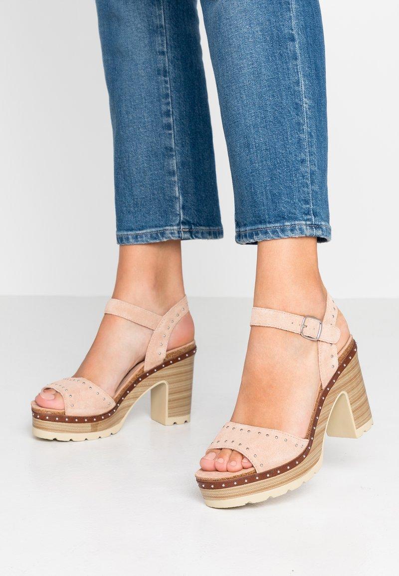 Carmela - Sandály na vysokém podpatku - nude