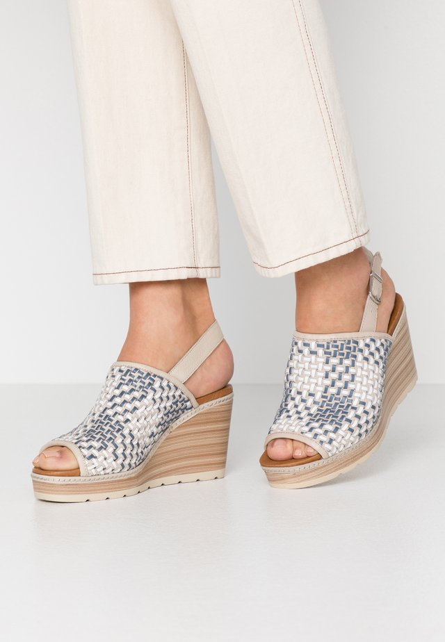 Sandały na obcasie - jeans