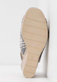 Carmela - Sandały na obcasie - jeans - 6
