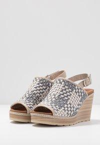 Carmela - Sandały na obcasie - jeans - 4