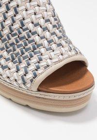 Carmela - Sandały na obcasie - jeans - 2