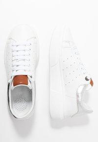 Carmela - Sneakersy niskie - silver - 3