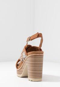 Carmela - Korolliset sandaalit - camel - 5