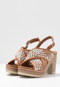 Carmela - Korolliset sandaalit - camel - 4