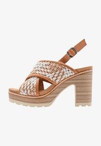 Carmela - Korolliset sandaalit - camel - 1