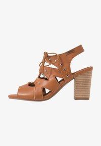 Carmela - Sandály na vysokém podpatku - camel - 1