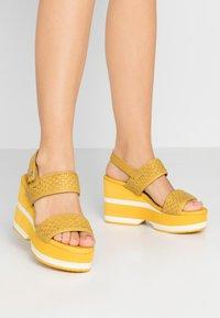 Carmela - Korolliset sandaalit - yellow - 0