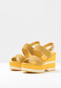 Carmela - Korolliset sandaalit - yellow - 4