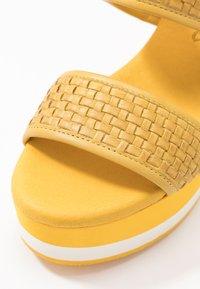 Carmela - Korolliset sandaalit - yellow - 2