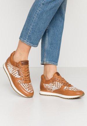 Sneakersy niskie - camel