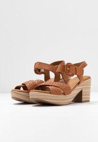 Carmela - Sandały na platformie - camel - 4