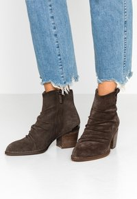 Carmela - Ankle boots - taupe - 0