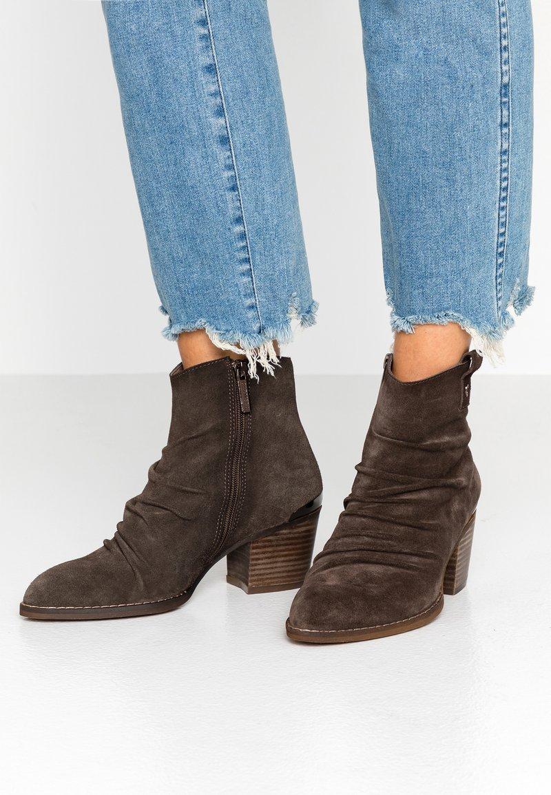Carmela - Ankelstøvler - taupe