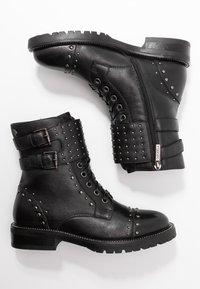 Carmela - Cowboy-/Bikerlaarsjes - black - 3