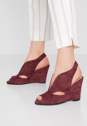 ALEXA - Høye hæler med åpen front - wine