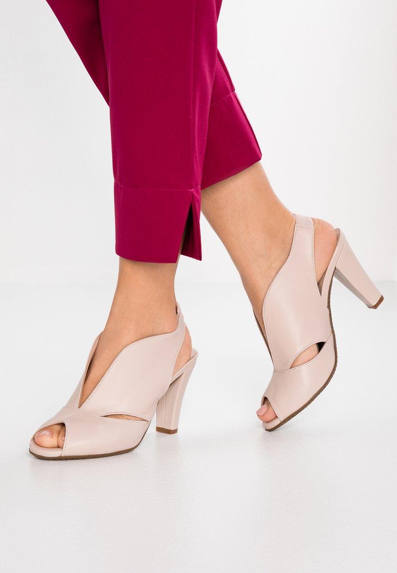 Carvela Comfort - ARABELLA - Højhælede peep-toes - nude