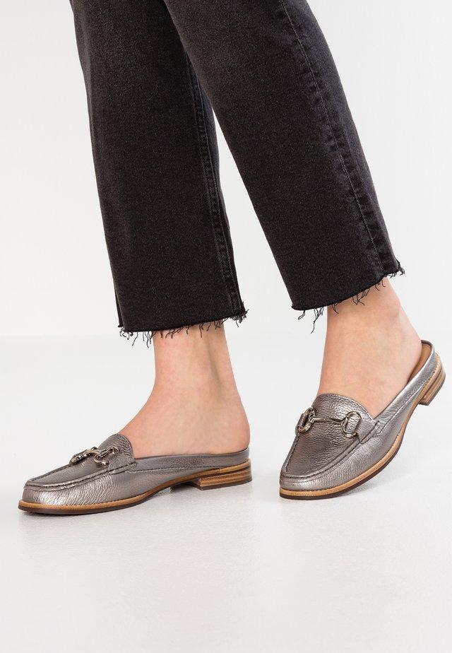 CLAYTON - Pantofle - gunmetal