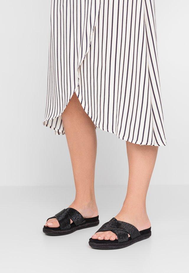 SIAN - Pantolette flach - black