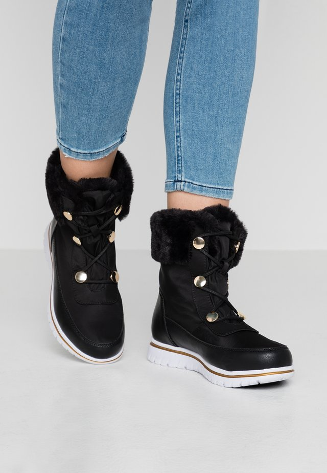RANDY - Šněrovací kotníkové boty - black