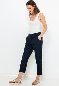 Camaïeu - FILS  - Pantalon classique - bleu foncé / bleu marine - 1