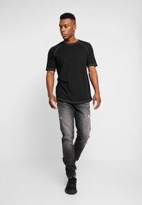 Carlo Colucci - Straight leg jeans - black - 1