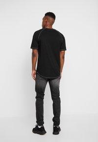 Carlo Colucci - Straight leg jeans - black - 2