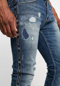 Carlo Colucci - Jeans slim fit - blue piping - 4