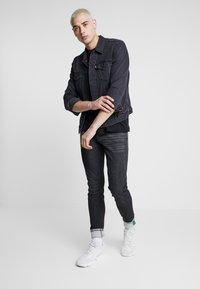 Carlo Colucci - Jeans Tapered Fit - black denim - 1