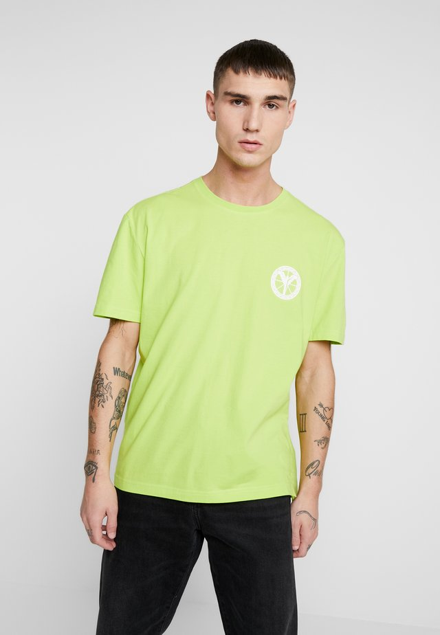 T-shirt con stampa - neongrün