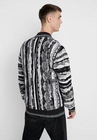 Carlo Colucci - Vest - weiss schwarz - 2