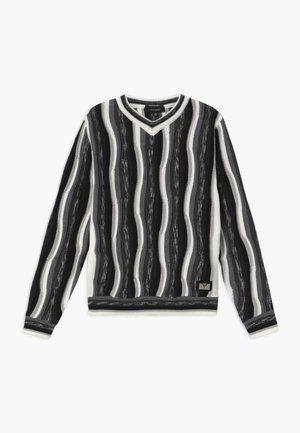 Svetr - white black grey