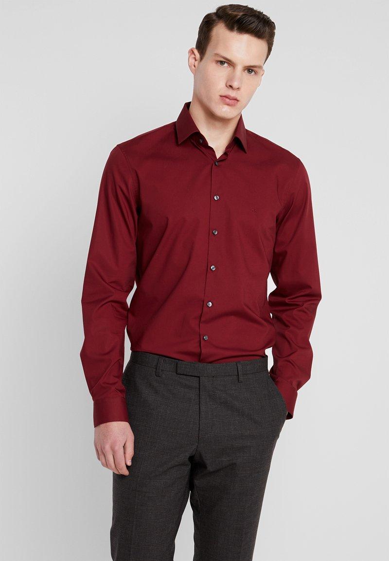 Calvin Klein Tailored - POPLIN STRETCH SLIM FIT - Formal shirt - red