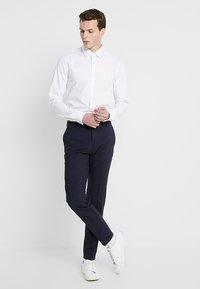 Calvin Klein Tailored - POPLIN EXTRA SLIM FIT - Businesshemd - white - 1