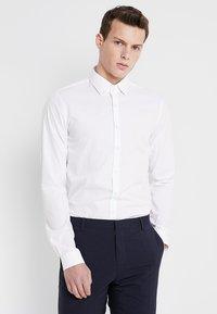Calvin Klein Tailored - POPLIN EXTRA SLIM FIT - Businesshemd - white - 0