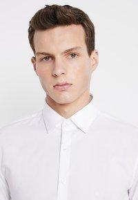 Calvin Klein Tailored - POPLIN EXTRA SLIM FIT - Businesshemd - white - 3