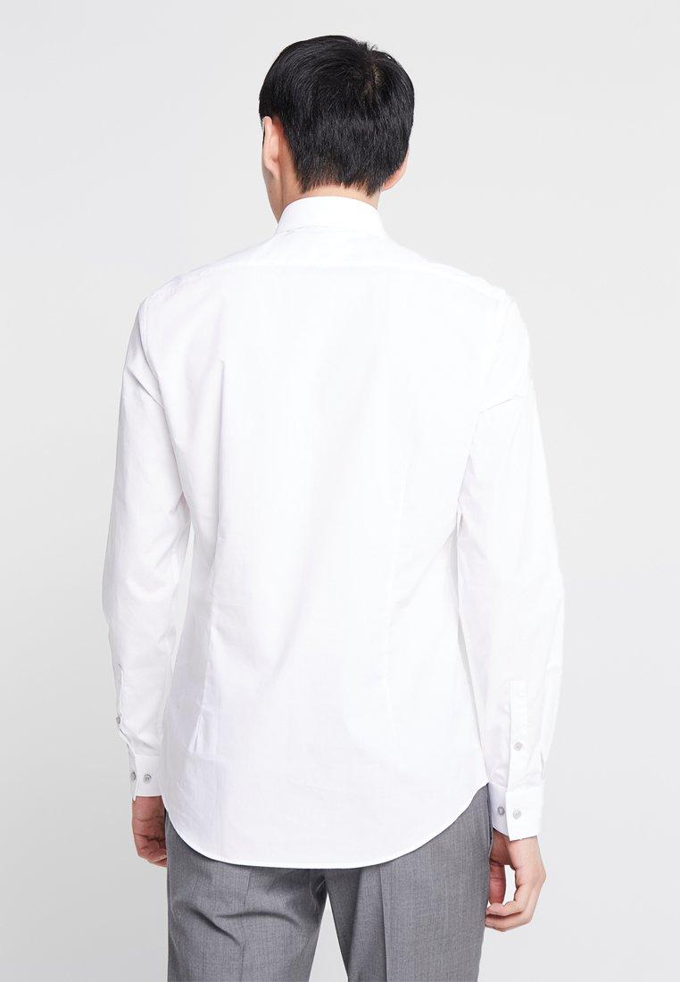 Calvin Klein Classique White SlimChemise Tailored Stretch jLR4A35
