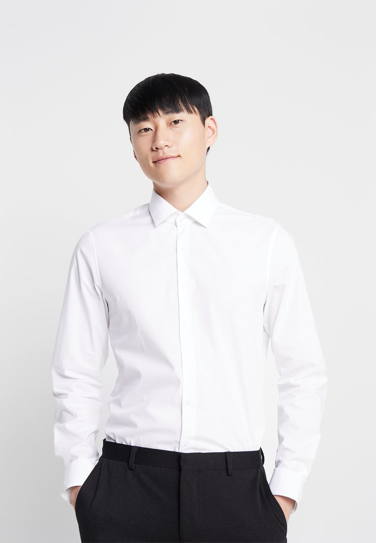 Calvin Klein Tailored - POPLIN  SLIM FIT - Business skjorter - white