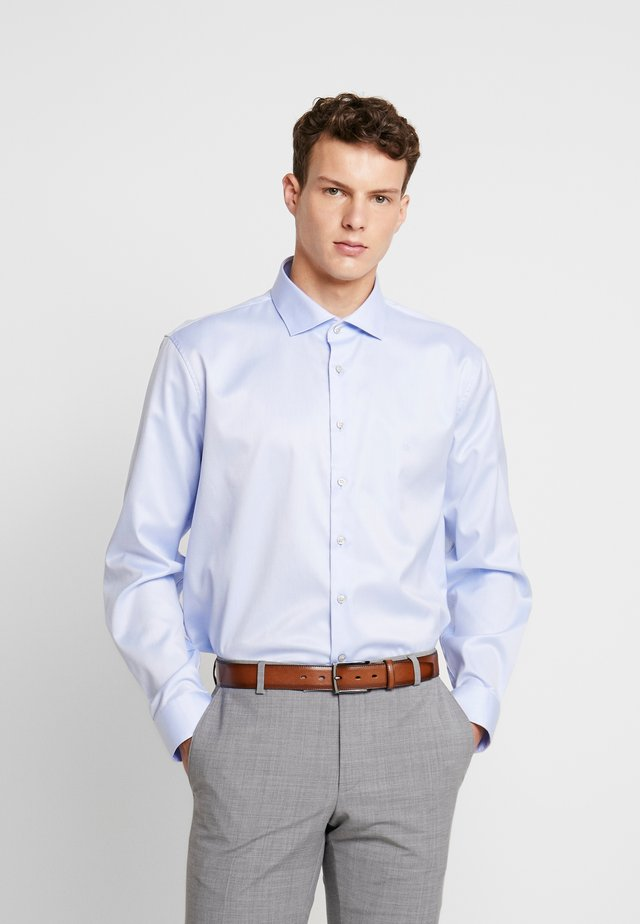 EASY IRON FITTED SHIRT - Zakelijk overhemd - light blue